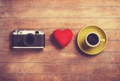 Appareil-photo, coeur et tasse Image stock