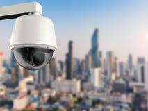 Appareil-photo de caméra de sécurité ou de télévision en circuit fermé avec le fond de paysage urbain Photographie stock