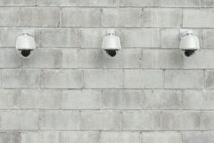 Appareil-photo de caméra de sécurité ou de télévision en circuit fermé sur le mur Images stock