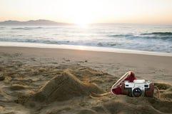 Appareil-photo de cru sur la plage Images libres de droits