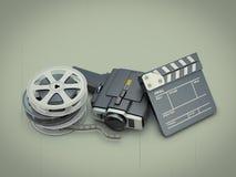 Appareil-photo de film antique près d'une claquette et d'un film Images libres de droits