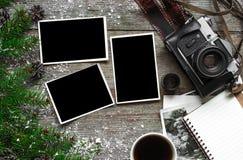Appareil-photo de photo de vintage sur le fond en bois de Noël Photos libres de droits