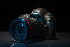Appareil-photo de photo du profesional DSLR de la marque IV d'EOS 5D de Canon Images libres de droits