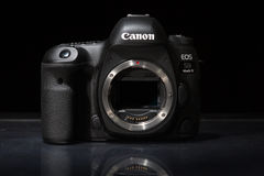 Appareil-photo de photo du profesional DSLR de la marque IV d'EOS 5D de Canon Photo libre de droits
