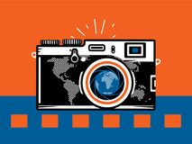 Appareil-photo de photographie de voyage avec le globe Images stock