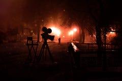 Appareil-photo de silhouette en parc de nuit photographie stock libre de droits