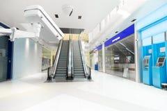 Appareil-photo de télévision en circuit fermé dans la cage d'ascenseur, immeuble de bureaux de billet de banque d'atmosphère image stock