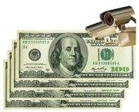 Appareil-photo de télévision en circuit fermé et dollars US. Affaires et contrôle Photos stock