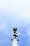 Appareil-photo de télévision en circuit fermé sur le ciel avec des nuages Images libres de droits