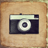 Appareil-photo de vintage sur le vieux papier grunge Photo stock