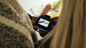 Appareil-photo des coulisses de photo d'idée de discussion de photographie banque de vidéos