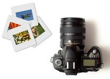 Appareil-photo moderne de slr d'isolement avec des diapositives en couleurs photo stock