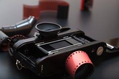 Appareil-photo réflexe analogue avec le film de petit pain Photo libre de droits