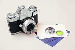 Appareil-photo réflexe de vieux film dessus et filtre Images stock