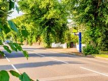 Appareil-photo statique BRITANNIQUE de vitesse ou de sécurité de vue de jour sur la route Photographie stock libre de droits