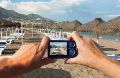Appareil-photo sur la plage Photo libre de droits