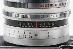 Appareil-photo très vieil de film de vintage, macro tir de studio concentré sur Photographie stock libre de droits