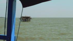 Appareil pour amarrer des bateaux et flotter des maisons clips vidéos