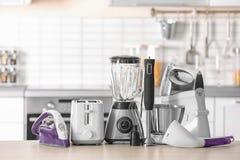Appareils de ménage et de cuisine photographie stock libre de droits