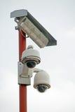 Appareils-photo de télévision en circuit fermé et lampe d'éclairage images stock