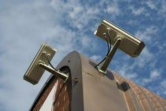 Appareils-photo de télévision en circuit fermé montés par toit photo stock