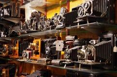 Appareils-photo de vintage sur le marché de Portobello photo libre de droits