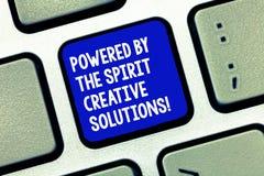 Apparence conceptuelle d'écriture de main actionnée par les solutions créatives d'esprit Photo d'affaires présentant nouveau puis image stock