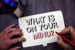 Apparence conceptuelle d'écriture de main ce qui est sur votre question d'esprit La présentation de photo d'affaires large d'espr Photos stock