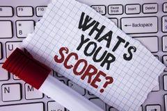 Apparence conceptuelle d'écriture de main ce qui est votre question de score Le texte de photo d'affaires indiquent les différent Image libre de droits