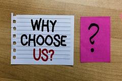 Apparence conceptuelle d'écriture de main pourquoi choisissez-nous question Le texte de photo d'affaires raisonne pour choisir no photos libres de droits