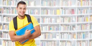 Apparence d'éducation d'étudiant dirigeant la bibliothèque de commercialisation de l'espace de copie de copyspace de bannière de  photo libre de droits