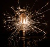 Apparence de cierge magique de feux d'artifice par l'ampoule de LED photo libre de droits