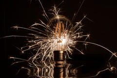 Apparence de cierge magique de feux d'artifice par l'ampoule de LED image stock