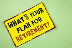 Apparence de note d'écriture ce qui EST votre plan pour la question de retraite Pensée de présentation de photo d'affaires tous p Image stock