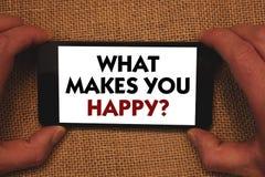 Apparence de note d'écriture ce qui te fait la question heureuse Le bonheur de présentation de photo d'affaires vient avec l'amou Photos stock