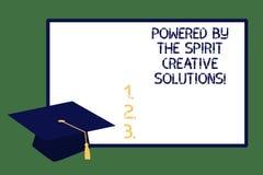 Apparence de signe des textes actionnée par les solutions créatives d'esprit Chapeau puissant d'obtention du diplôme d'idées de s image stock