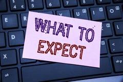 Apparence des textes d'annonce d'écriture ce qui à prévoir Concept d'affaires pour l'attente Achieve écrite sur le papier de note images stock