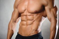 Apparence modèle de forme physique sportive forte d'homme six ABS de paquet Image libre de droits
