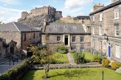 Appartamenti, colori marrone posto, Edinburgh, Scozia immagini stock