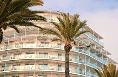 Appartamenti di lusso di festa sulla parte anteriore di mare Fotografia Stock