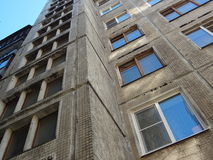 Appartamenti economici in vecchio grattacielo Fotografie Stock