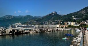 Appartamenti ed il porto di Salerno fotografia stock libera da diritti