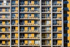 Appartamenti gialli del blocco Fotografia Stock Libera da Diritti