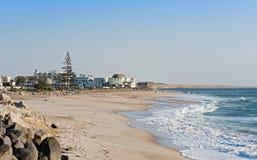 Appartamenti pubblici di festa e della spiaggia in Swakopmund, Namibia immagini stock libere da diritti