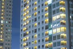 Appartamenti in un grattacielo da vendere in costruzione di lusso segretezza Fotografie Stock Libere da Diritti