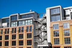 Appartamenti in un vecchio fabbricato industriale Immagini Stock Libere da Diritti