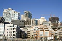 Appartamenti viventi dell'alloggio della città Fotografie Stock
