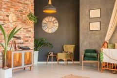 Appartamento con la greppia alla moda immagine stock