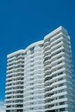 Appartamento-costruzione bianca Fotografia Stock Libera da Diritti