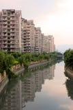 Appartamento della riva del fiume Fotografia Stock